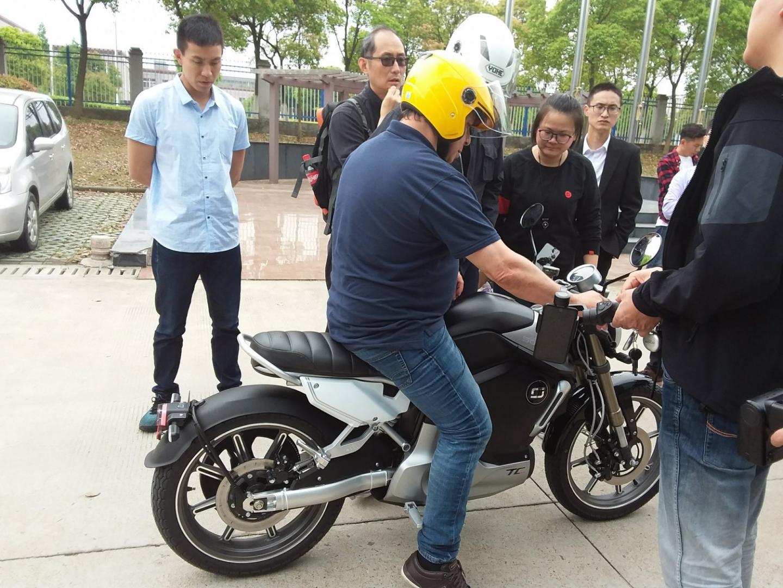 super-soco-tc-max-moto-electrique-125-essais